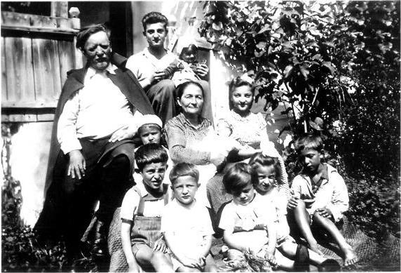 Madelin-Strabunicii cu nepotii lor